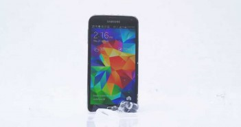 "Video thumbnail for youtube video Samsung Galaxy S5: Smartphone nimmt die ""Ice Bucket ALS""-Herausforderung an - andronews"